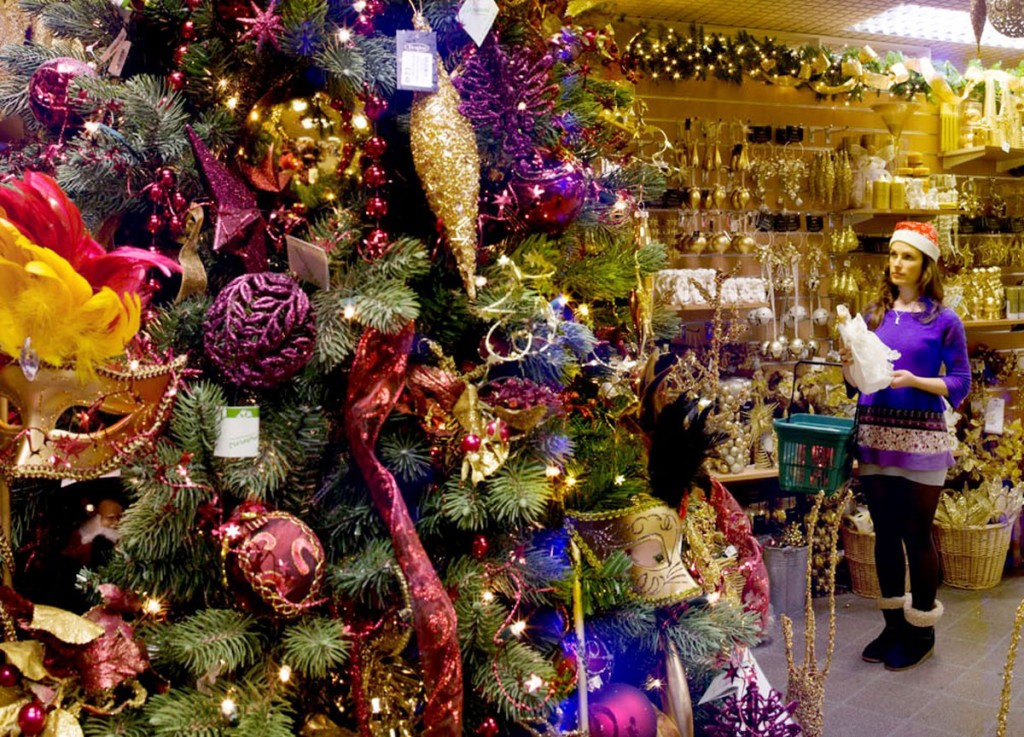 Getting-Ready-for-Christmas-at-Hayes-Garden-World
