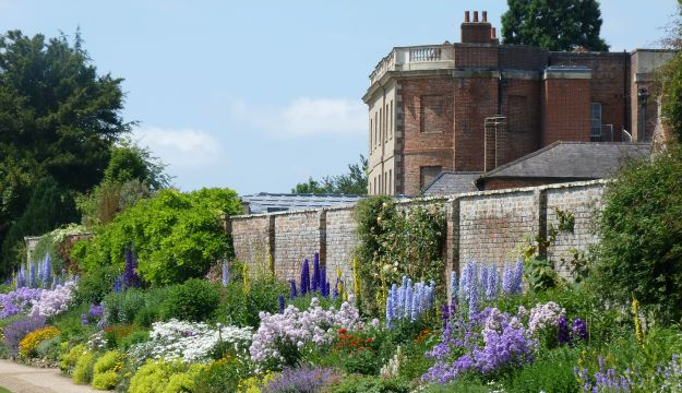 Waterperry Garden – A place to explore, relax and shop in beautiful surroundings all year round