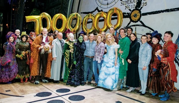 Wicked Welcomes 7 Millionth Theatregoer