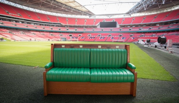 Replica Commons green bench goes on a mini tour London to highlight that the Houses of Parliament are open to visitors