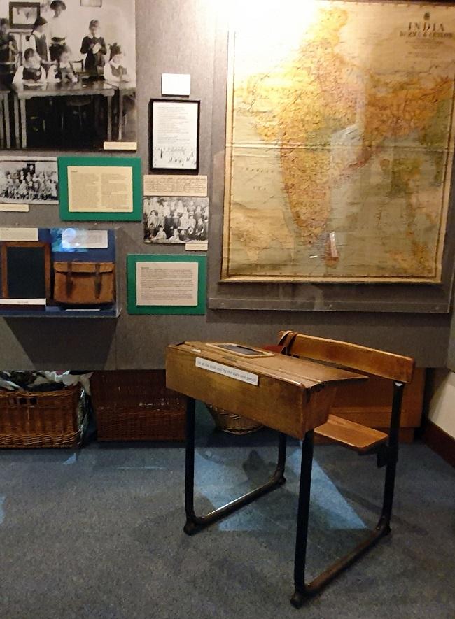Highaldn Museum of Childhood school desk (1)
