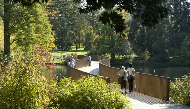 Visit the stunning Royal Botanic Gardens Kew